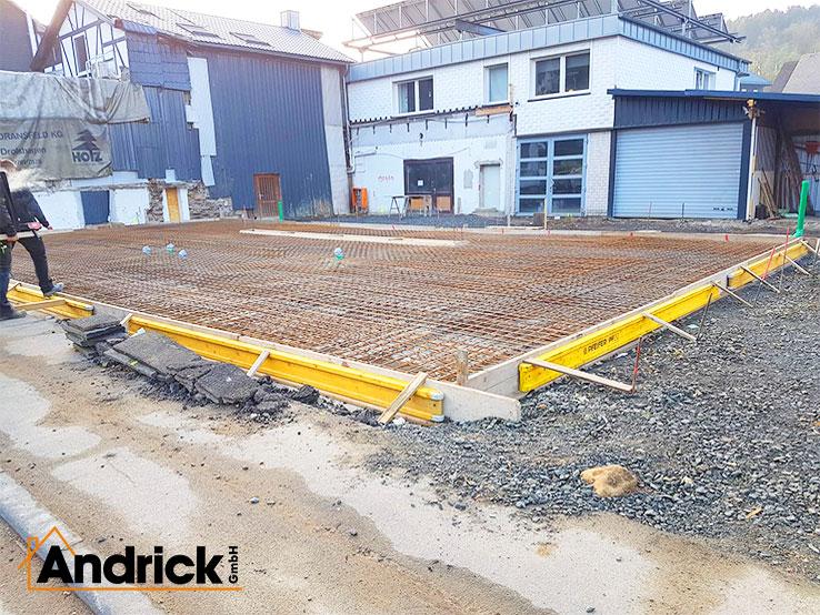 betonarbeiten-beton-fundament-bodenplatte-buerogebaeude-1-738x554