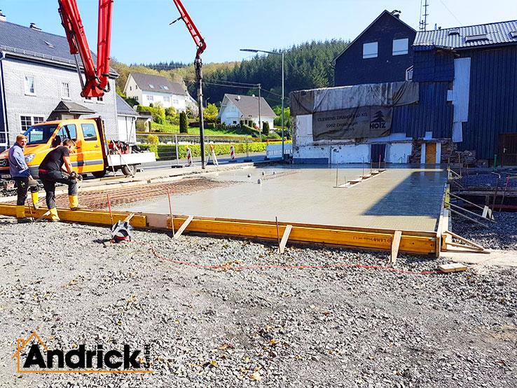 betonarbeiten-beton-fundament-bodenplatte-buerogebaeude-2-738x554