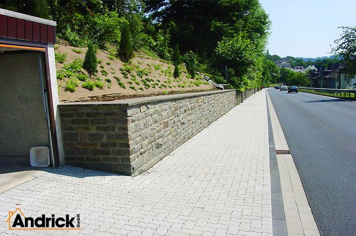 Mauer für Natursteinarbeiten mit Bruchstein nachher